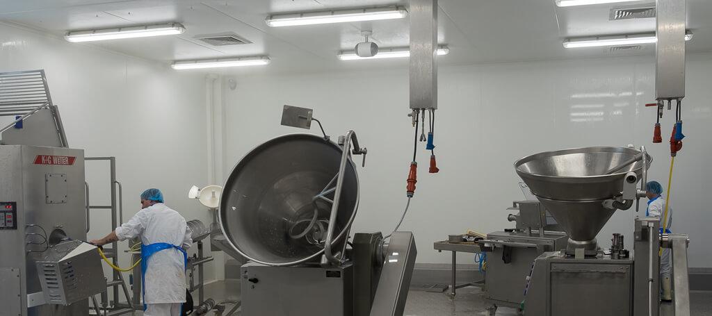 Keulen Vleeswaren laat led verlichting van Saled installeren