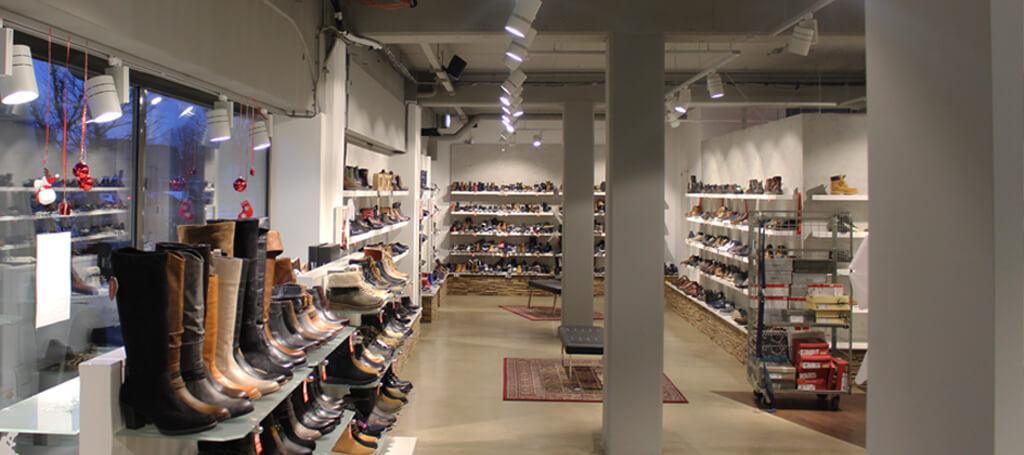 Saled installeert nieuwe led verlichting bij Broekhuizen schoenen