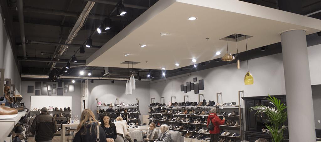 Leemans schoenen laat led verlichting van Saled installeren