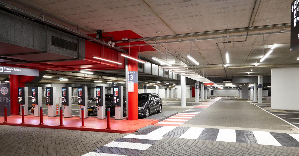 LED verlichting in parkeergarage Amsterdam Arena